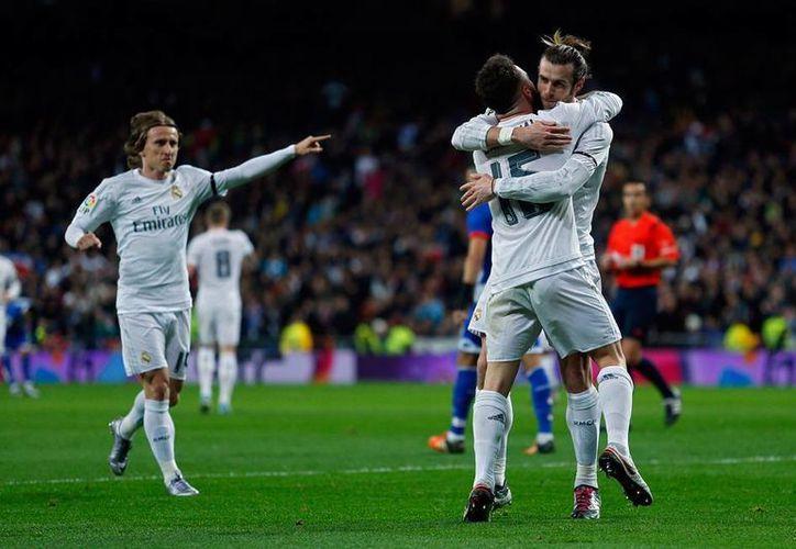 El Real Madrid cumplió el adagio: equipo que estrena técnico gana, y lo hizo por goliza 5-0 al Granada. (AP)