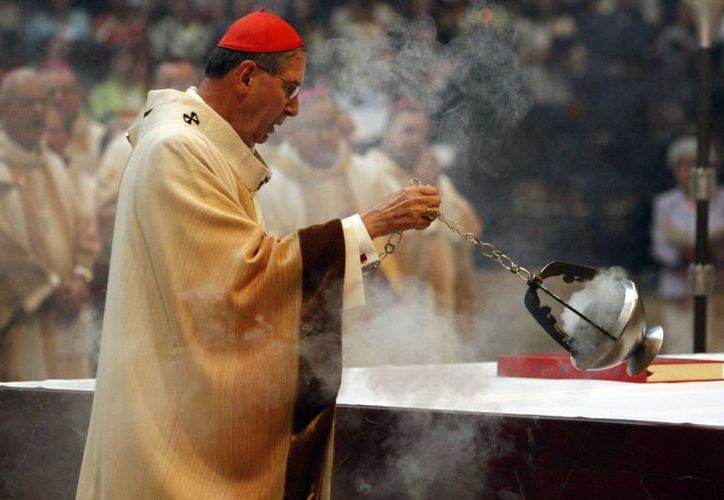 El cardenal arzobispo de Los Ángeles, Roger Mahony, fue acusado de proteger a sacerdotes relacionados con abusos. (EFE/Archivo)