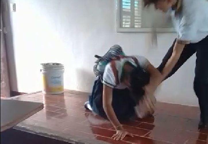 El alumno atacó a la adolescente después de que ella moviera unas bancas. (Redacción)