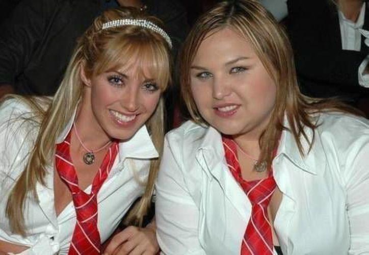 Mía y Celina, dos de los personajes de la telenovela Rebelde que fue muy exitosa entre los jóvenes en 2004. (Imágenes de Excelsior)