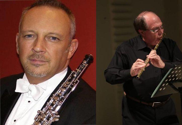 El oboísta inglés Nigel Shore (izq) y el flautista francés Pierre-Yves Artaud instruyeron a jóvenes músicos durante el Instrumenta Oaxaca 2015 que se realiza del 12 al 22 de noviembre. (instrumenta.mx)