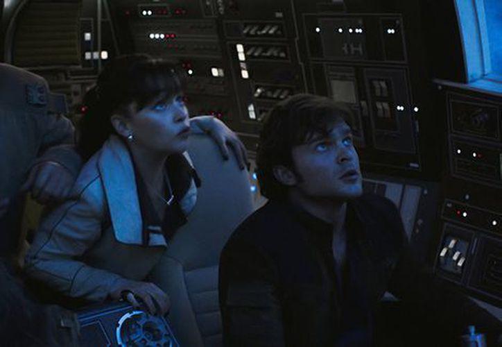 """La película contará la historia de cómo Han Solo conoció a su futuro copiloto Chewbacca antes de los eventos en el original de 1977 """"Star Wars"""". (Milenio)"""