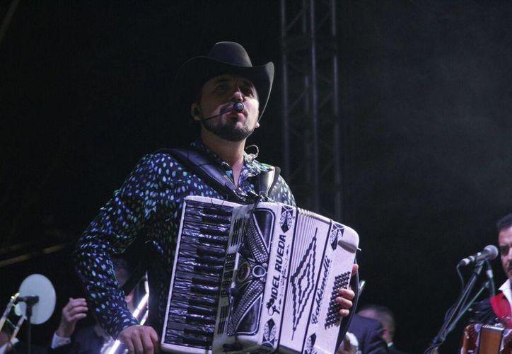 El cantante Fidel Rueda reunió a más de 5 mil personas en la Pista de Calificación. (Foto: Cortesía)