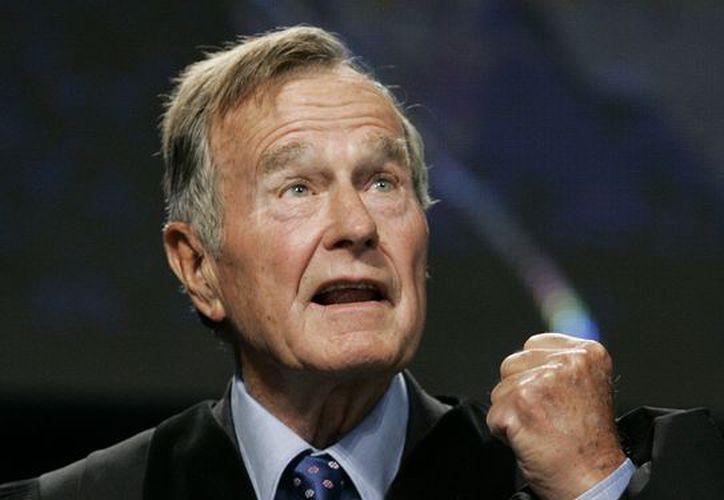 George Bush, de 88 años, salió de cuidados intensivos. (Agencias)
