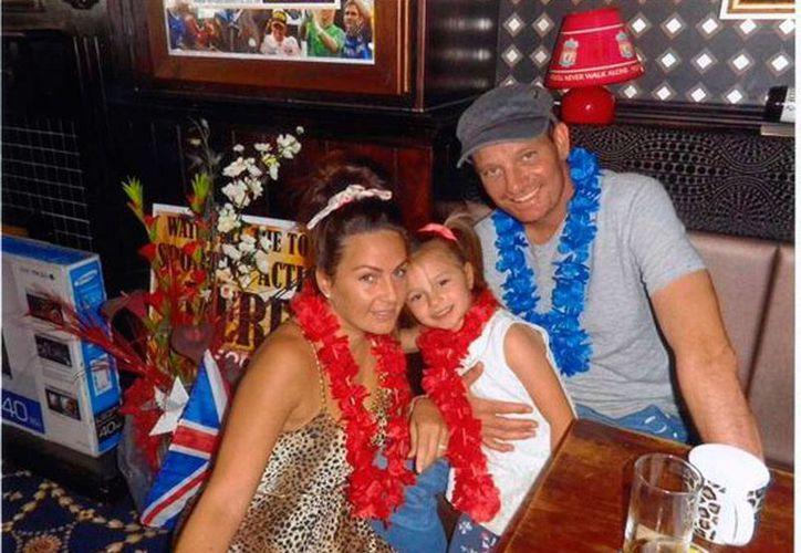 El sueño de una niña de 5 años fue posible gracias al apoyo altruista de los ingleses: Ruby y su padre Damian viajaron a Disneylandia, aunque el papá está en fase terminal del cáncer. (southportvisiter.co.uk)