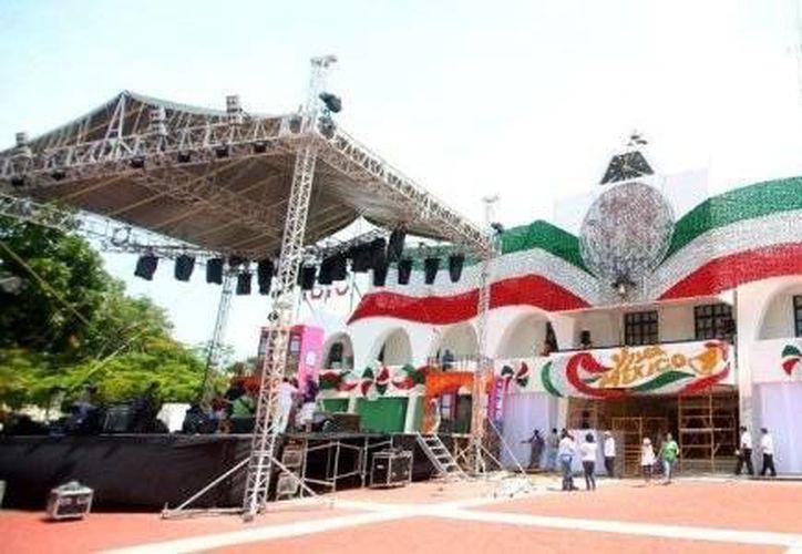 Cada año las festividades del 15 de septiembre se realizaron en la Plaza de la Reforma. (Redacción/SIPSE)
