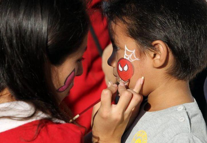 Los infantes disfrutaron de la tradicional rosca de reyes y de los juegos infantiles. (Redacción/SIPSE)