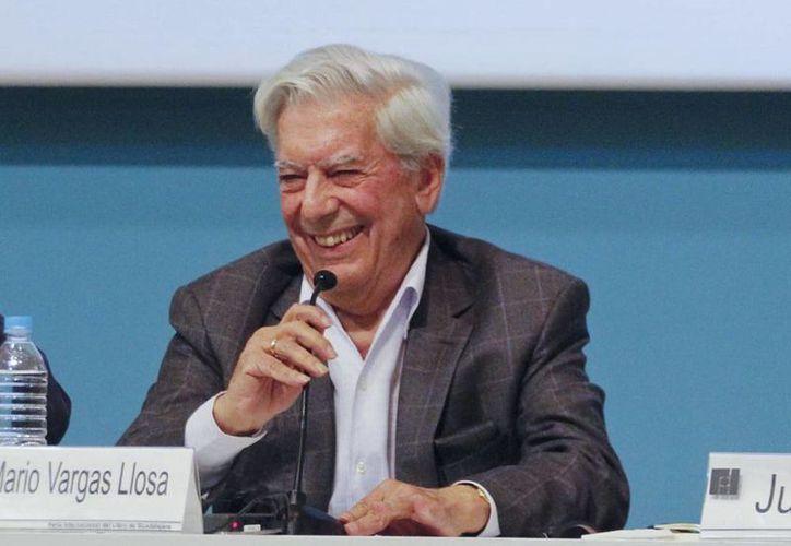 """Vargas Llosa dijo que ha leído múltiples veces """"Cien años de soledad"""" porque ha dado cursos sobre el escritor colombiano. (Archivo Notimex)"""