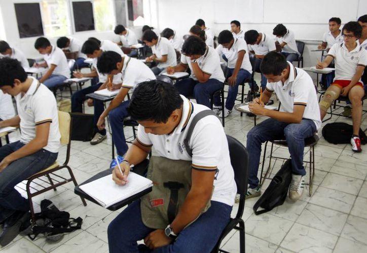 Los estudiantes que deben prestar su servicio social serán canalizados en diferentes áreas del gobierno de Yucatán. (Archivo/SIPSE)