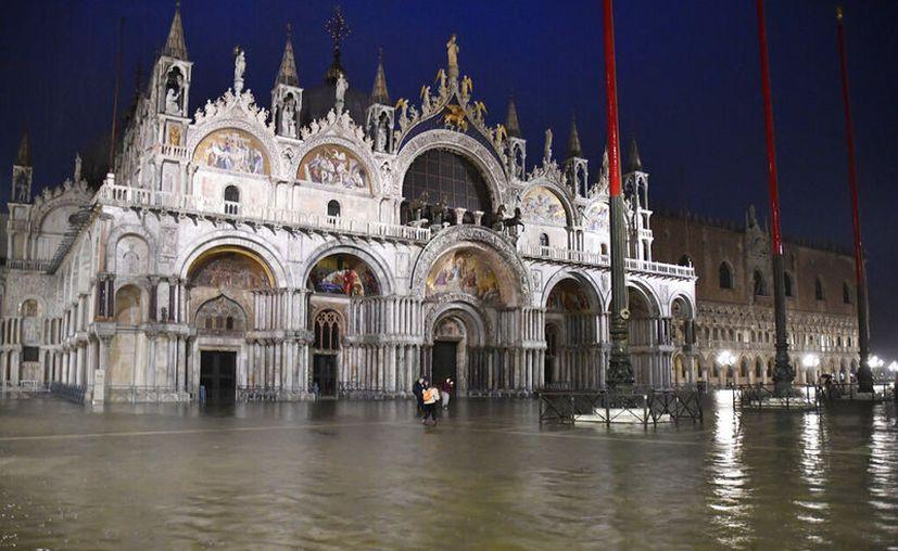 Vista de la imagen de la Plaza de San Marcos en Venecia, Italia, anegada por una crecida. (AP Foto/Luigi Costantini)