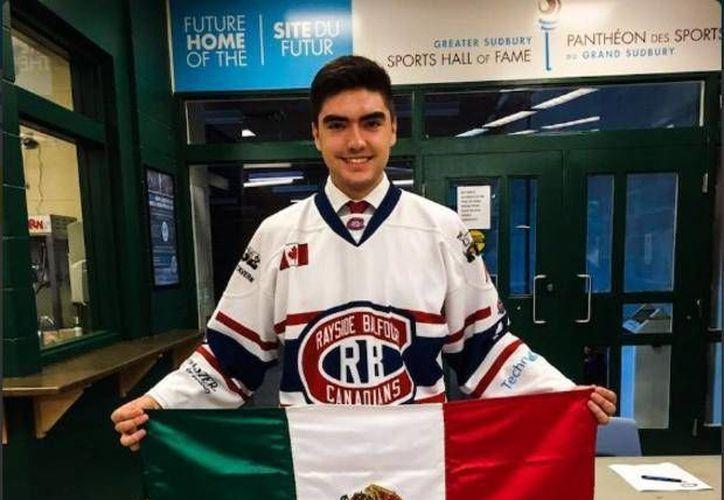 El mexicano Jorge Pérez jugará desde este viernes con el Rayside Balfour, equipo de hockey sobre hielo de Canadá. (Foto de Twitter tomada de posta.com.mx)