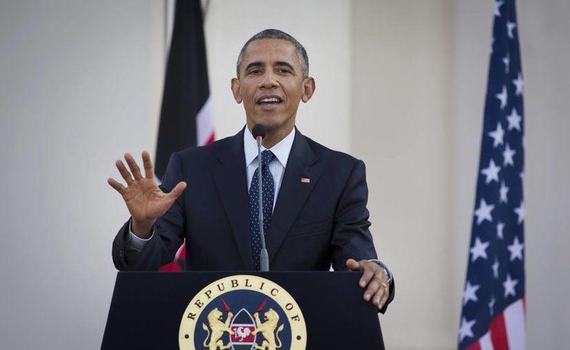El presidente Barack Obama responde a preguntas de los medios de comunicación, tras reunirse con el presidente de Kenia, Uhuru Kenyatta , en la Casa de Gobierno , en Nairobi , Kenia Sábado, 25 de julio de 2015. ( Foto AP / Ben Curtis)