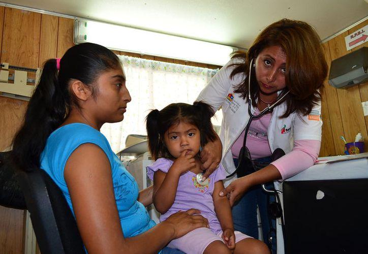 Aunque en dicha clínica cuentan con dos doctores y un pasante, aún así no se dan abasto. (Javier Ortiz/SIPSE)