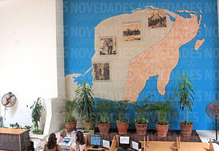 Las pinturas del primer cuadro de la ciudad siguen en rezago. (Foto: Jesús Tijerina/SIPSE)