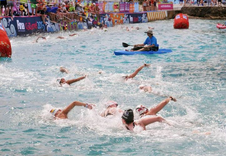Determinaron que las aguas del mar son aptas para practicar el deporte. (Cortesía/SIPSE)