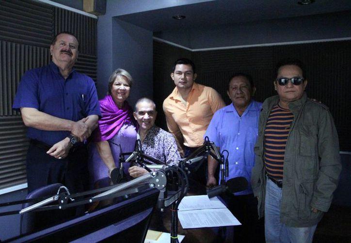 Los locutores de Salvemos una Vida compartieron los micrófonos con los invitados. (SIPSE)