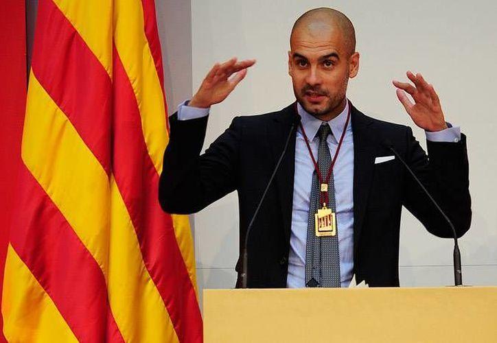 """El director técnico y candidato del """"Juntos por el sí"""", Josep Guardiola, emitió su sufragio este miércoles, en el consulado de España en Munich. (Archivo AP)"""