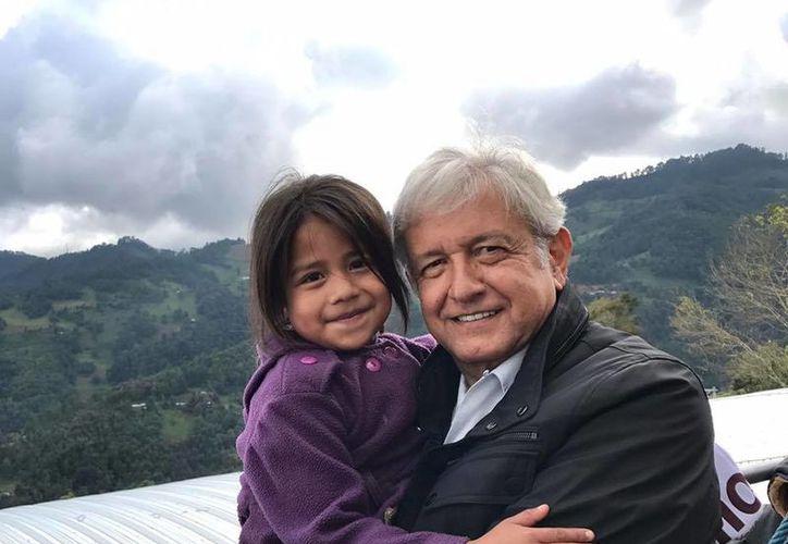AMLO asegura que las mujeres mexicanas tendrán mejores condiciones de vida en el futuro. (Facebook/Andrés Manuel López Obrador)