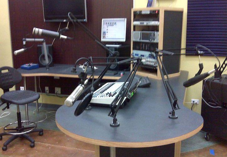 La estación de radio XECJU-AM fue la sancionada por el Ifetel. (enghelberg.com/Foto de contexto)