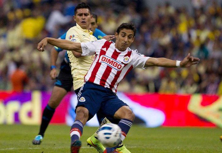 América y Chivas no se hicieron daño en el Clásico nacional 2014, pero hicieron bostezar a más de uno: 0-0, en el estadio Azteca. (AP)
