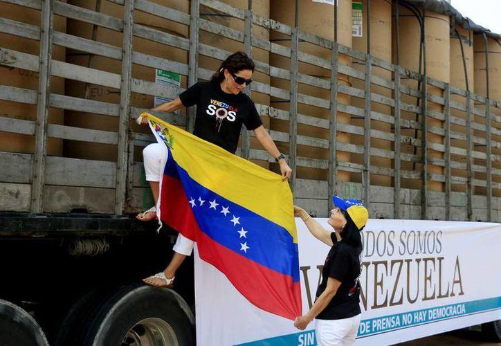 El cargamento de papel será entregado a los diarios El Nacional, El Impulso y El Nuevo País de Venezuela. (EFE)