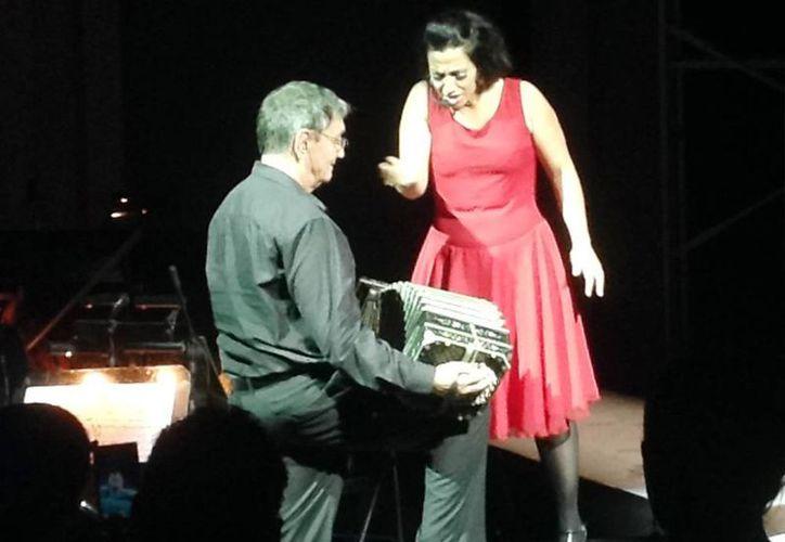 La Operita Tango mostró al público la vitalidad del género en el escenario. (Milenio Novedades)