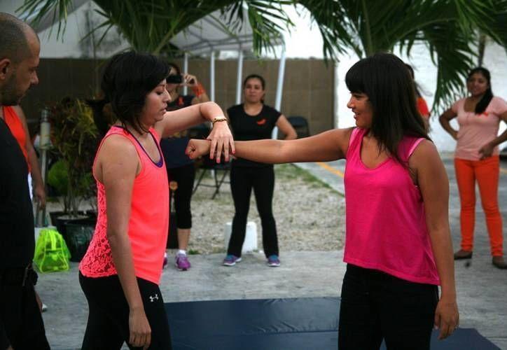 El objetivo es proporcionar las herramientas básicas para que las mujeres puedan reaccionar ante una agresión física. (Redacción/SIPSE)