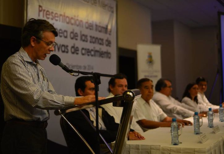 Federico Sauri Molina, director de Desarrollo Urbano, presentó una nueva herramienta digital que funcionará en la página de internet del Ayuntamiento de Mérida en favor de los fedatarios y sus clientes.  (Luis Pérez/SIPSE)