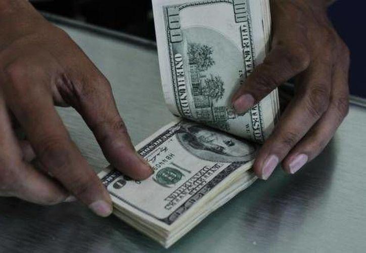 En casas de cambio de Mérida el dólar se compró a 11.70 pesos. (Archivo/AP)