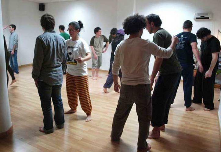 La Casa de la Cultura de Cancún ofrece clases de teatro para aficionados y para quienes desean iniciar una formación profesional. (Contexto)