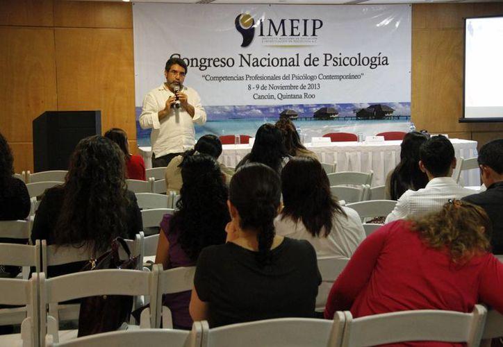 El objetivo es acercar a los estudiantes y profesionistas de psicología. (Tomás Álvarez/SIPSE)