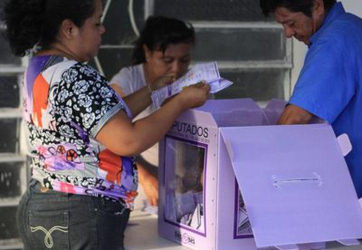 Autoridades del Instituto Nacional Electoral (INE) anunciaron que los resultados de la contienda interna perredista, se darán a conocer a partir del cómputo que se llevará a cabo mañana. (Harold Alcocer/SIPSE)