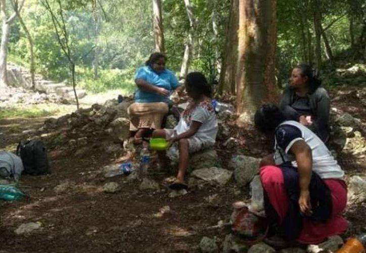 Mujeres mayas han colaborado con el rescate de la zona arqueológica de Uxmal desde hace años. (Foto: Claudia Arriaga)
