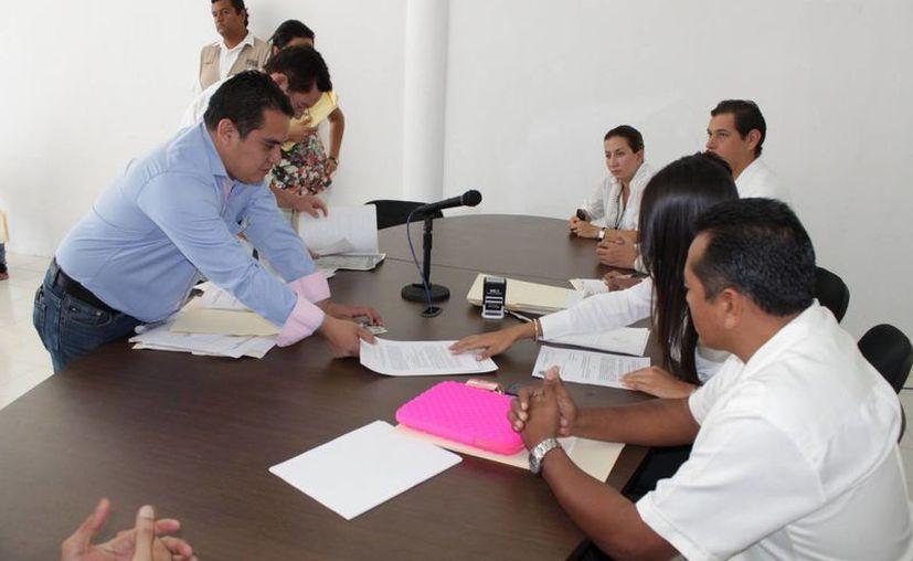 Inscripción de planilla en el consejo distrital VII. (Adrián Barreto/SIPSE)
