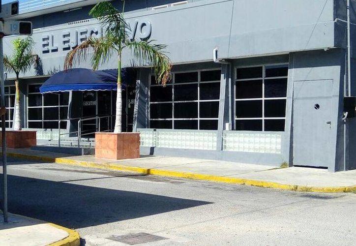 El ataque en el bar Ejecutivo de Cancún fue una amenaza del crimen organizado, según las investigaciones. (Redacción)