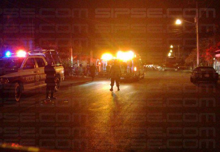 En el lugar se encuentran elementos de la Policía Municipal y paramédicos. (Foto: Pedro Olive/SIPSE )