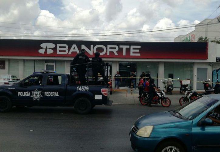 La sucursal bancaria se ubica sobre la López Portillo. (Eric Galindo/SIPSE)