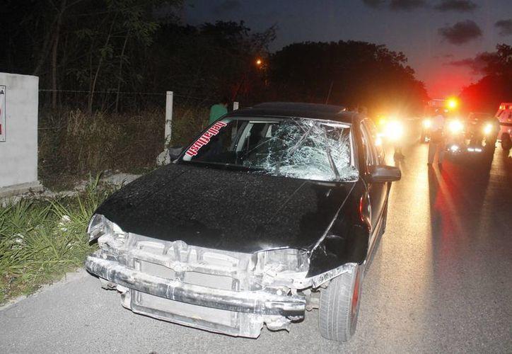 Un vehículo Volkwagen Golf, color negro, placas 88-44-WLW, embistió a una persona de la tercera edad. (Redacción/SIPSE)