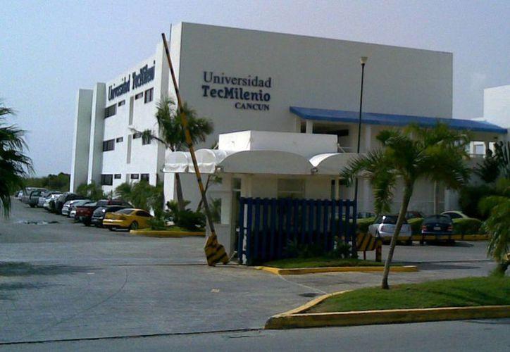 A la Universidad TecMilenio llegaron jóvenes y público en general interesados en la conferencia. (Redacción/SIPSE)