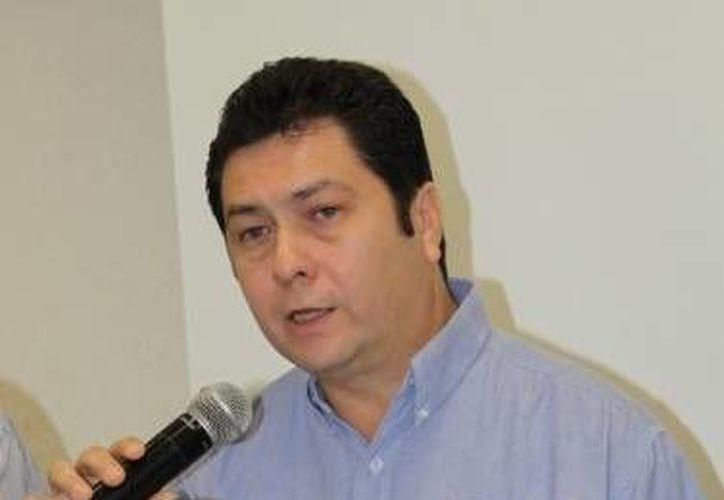 El presidente del Pan en Yucatán, Hugo Sánchez Camargo, durante una rueda de prensa en enero del 2013. (Archivo/SIPSE)