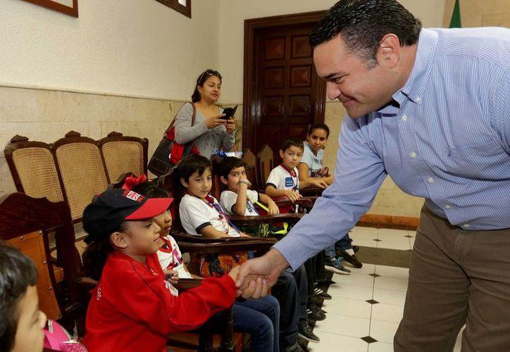De acuerdo a una encuesta nacional sobre desempeño laboral, el alcalde de Mérida, Renán Barrera, es uno de los mejores, solo por debajo de los munícipes de Nuevo Laredo,  Colima, Manzanillo y Matamoros. (SIPSE)