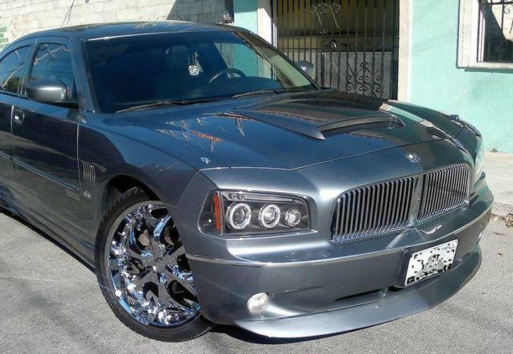 Propietarios de autos de lujo que no pagaron la tenencia de 2011 ó 2012 reciben invitaciones para que cumplan. (Milenio Novedades)