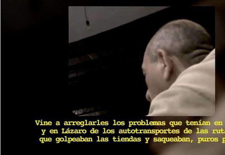 Captura de pantalla del video que fue publicado donde 'La Tuta' asegura que el exgobernador Leonel Godoy Rangel le agradeció arreglar un problema de transporte que había en Michoacán. (YouTube)