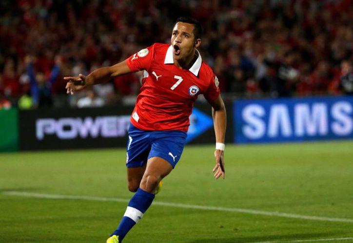 Alexis Sánchez podría perderse el duelo ante Uruguay, el cual se jugará la próxima semana en tierras chilenas.(EFE)