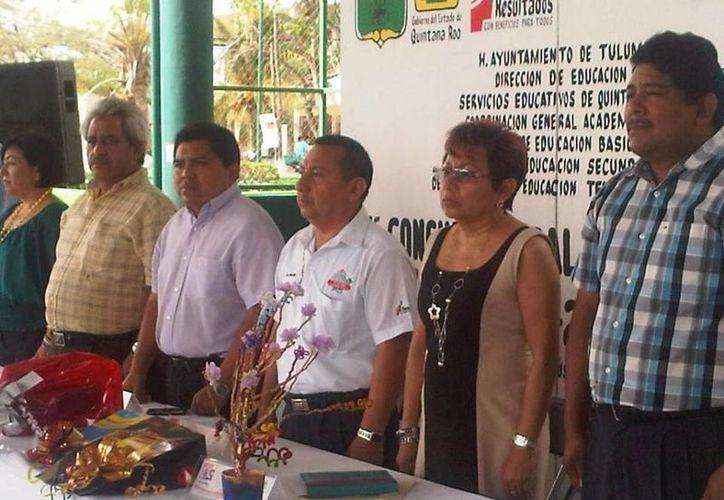 Funcionarios municipales durante una conferencia en el municipio. (Cortesía/SIPSE)