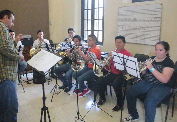 Infantes y jóvenes de seis estados darán vida a la Magna Banda Sinfónica, que con 101 elementos brindará conciertos en Mérida e Izamal este 21 y 22 de diciembre. (Foto cortesía)