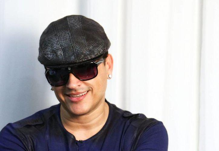 El nuevo tema 'bailar', interpretado por Elvis Crespo y el DJ mexicano Deorro, se encuentra en los primeros lugares de las listas de popularidad.(EFE)