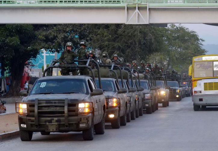 Mil 700 efectivos entre policías federales, estatales acreditables, militares y marinos se harán cargo de la seguridad en las siete regiones del estado. (Notimex)