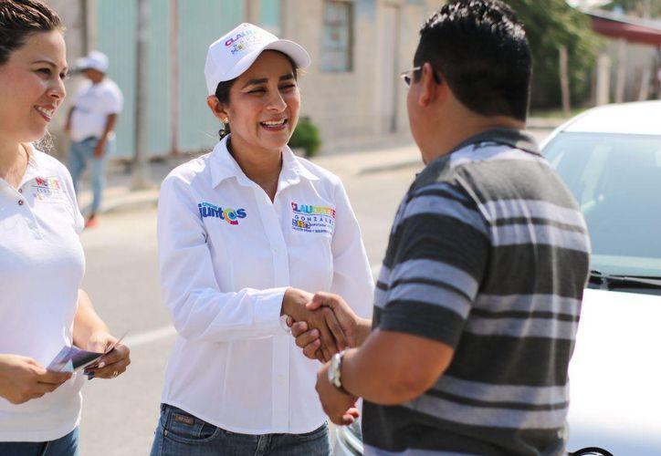 Claudette González dijo ser una candidata de los ciudadanos preocupada por las carestías de la población. (Foto: Redacción/SIPSE)