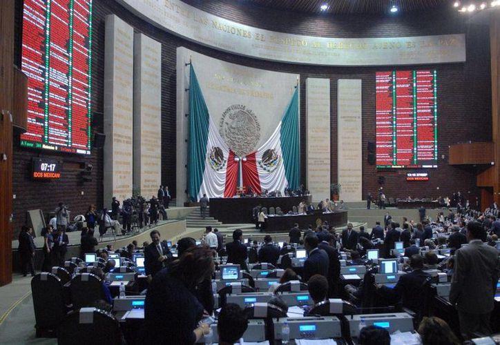 De acuerdo con el Presupuesto de Egresos de la Federación de 2016, la Cámara de Diputados contó ese año con siete mil 559 millones 432 mil 185 pesos. (Archivo/Agencias)